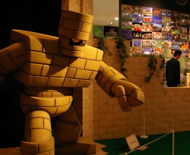 人気モンスターたちも並ぶ「ドラゴンクエスト展」=2011年10月7日、東京・六本木