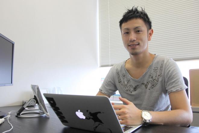赤坂氏。最初はアルバイトだった=古田大輔撮影