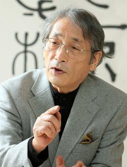 書家の石川九楊さん。2012年撮影