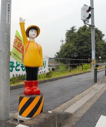 交通安全を呼びかける人形