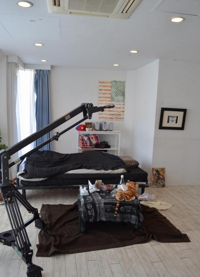 女性向けAV撮影の現場。普通のマンションの一室といった感じ