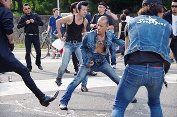 原宿で踊るロックンロールグループ=2014年5月25日