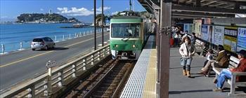 江ノ島電鉄の鎌倉高校前駅=2010年12月10日
