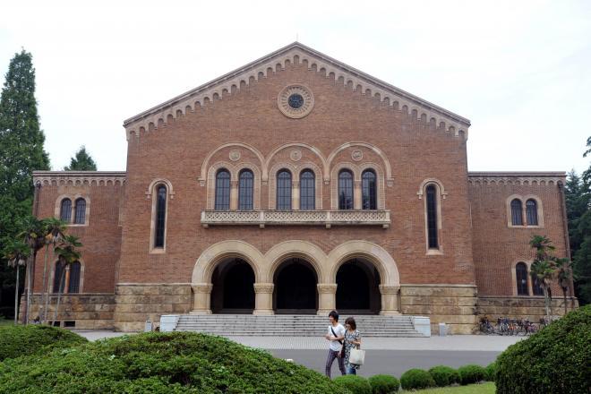 国立市の一橋大学兼松講堂