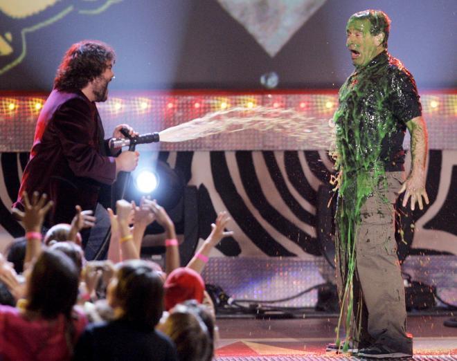 ロサンゼルスでの授賞式では、司会者に「スライム化」されて爆笑を誘った。2006年4月
