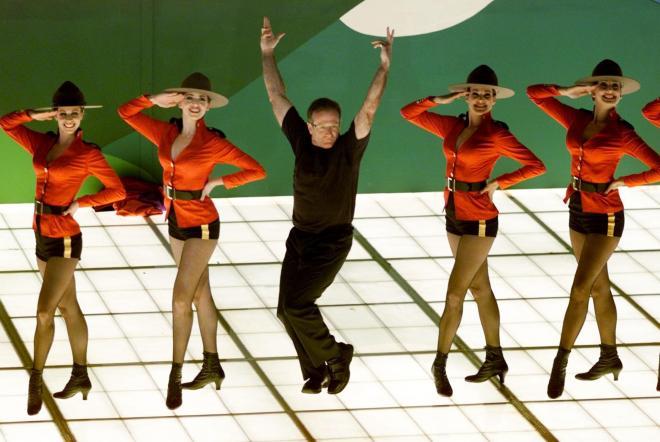 ダンサーとともに、自身が歌う映画の挿入歌を披露。2000年3月