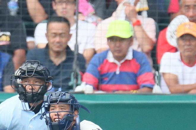 【赤・紺】大分―日本文理戦のラガーさん。シャツは「青・赤」=2014年8月12日