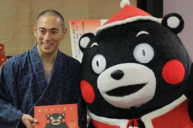 市川海老蔵さんに「ほっぺ探し」のお礼=2013年12月11日