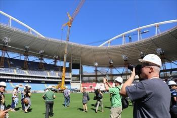2016年リオデジャネイロ五輪に向けて改修工事が進む陸上会場のオリンピックスタジアムが報道陣に公開された=2014年8月6日