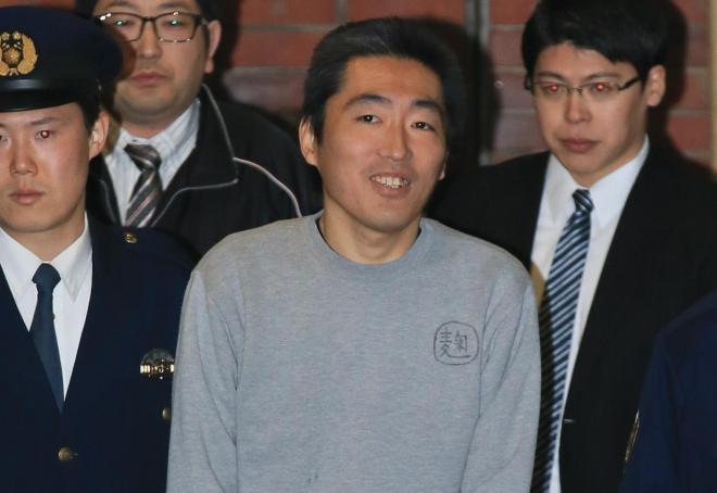 送検される渡辺博史容疑者=2013年12月17日、東京都千代田区、内田光撮影