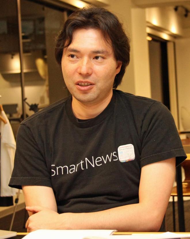 インタビューに答える、スマートニュースの鈴木健会長。東京・渋谷の同社オフィスで