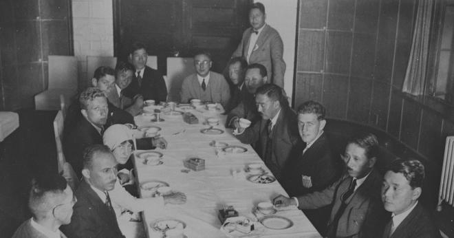 来日したチャールズ・リンドバーグとアン夫人=1931年9月9日、東京朝日新聞社4階貴賓室