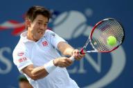 テニス全米オープンでバックハンドのショットを放つ錦織圭選手