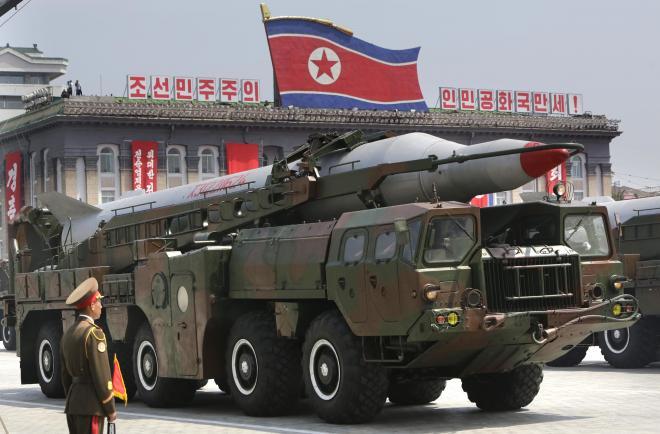 朝鮮戦争休戦60周年の軍事パレードでの、北朝鮮のミサイル=2013年7月27日