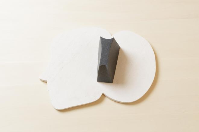 進化する声|2013年|御影石、大理石|w35×d25.5×h10cm photo:Hayato wakabayashi