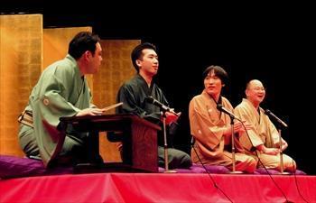 若手落語家による大喜利=2004年1月16日、都筑公会堂で