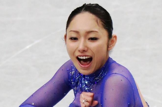 フィギュアスケート全日本選手権SPで演技する安藤美姫選手=山本裕之撮影、2013年12月22日