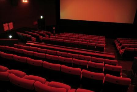 明るさ10ルクス=上映前の映画館くらい。この程度の照明なら24時間営業OKになりそう
