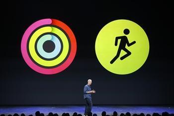 健康関連のアプリケーションを紹介するティム・クックCEO