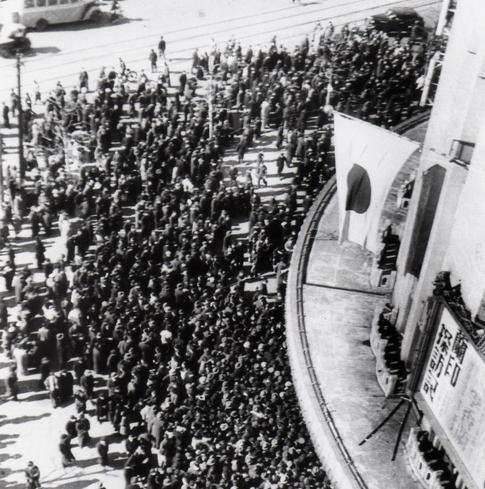 日劇の李香蘭公演に集まった人たち、1941年