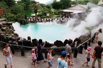 別府温泉の地獄めぐりのひとつ、「海地獄」