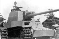 四式中戦車チト。終戦直後に千葉市内で撮影されたとみられる