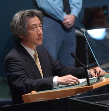 国連総会で演説する小泉首相=2002年9月13日、代表撮影