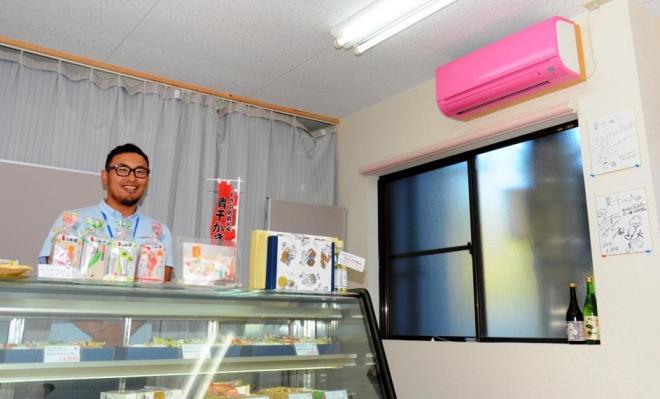 「貴千」の直売所。広報担当の小松浩二さんが対応してくれました=福島県いわき市永崎。写真はすべて伊藤弘毅撮影