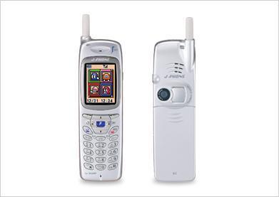 内蔵カメラ搭載の「J-SH04」。J-PHONE(現ソフトバンクモバイル)から発売された