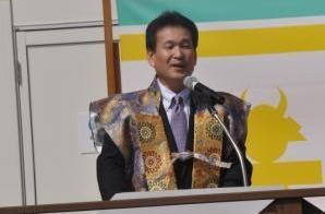 司会の辛抱さん。「毎日、大阪城公園を走っている」
