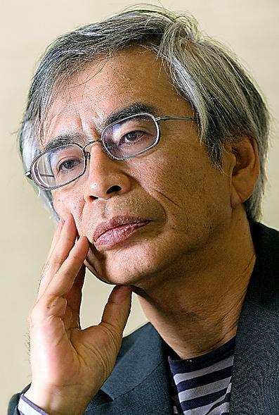 高岡健さん。53年生まれ。岐阜赤十字病院精神科部長を経て現職。著書に「精神現象を読み解くための10章」など。ひきこもりや不登校の問題でも発言。=時津剛撮影