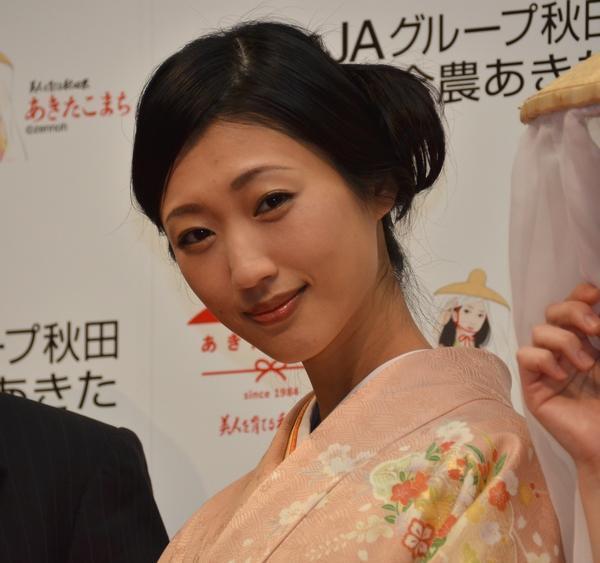 しっとりした表情。秋田美人の真骨頂