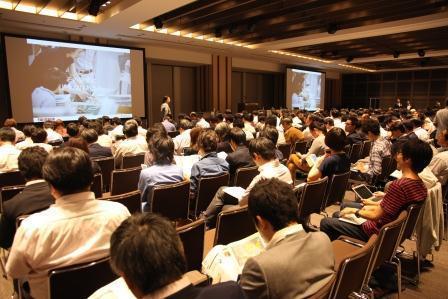 虎ノ門ヒルズで3時間超にわたって開催された=8日、東京都港区の虎ノ門ヒルズ、古田大輔撮影(以下の写真も)