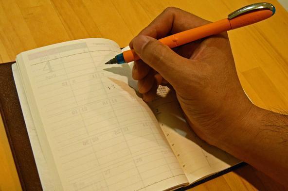 片手でも押さえながら書けるように業界初(?)の「ライトバーチカル」を採用か