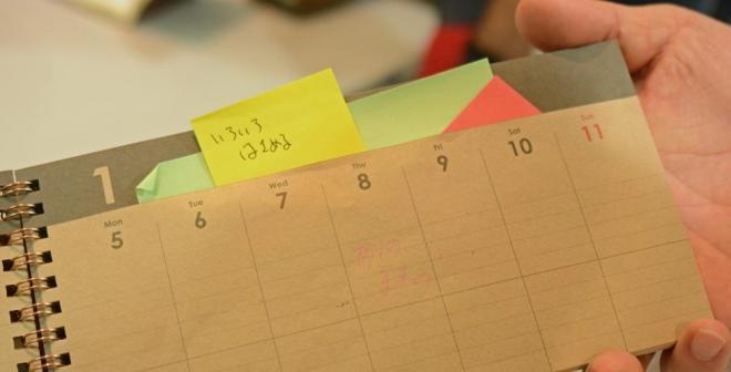 各ページの袋が特徴のミドリデザインフィル「ふくろDIARY」