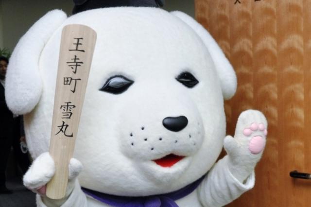 総務大臣室に入る雪丸=東京・霞が関、竹山栄太郎撮影