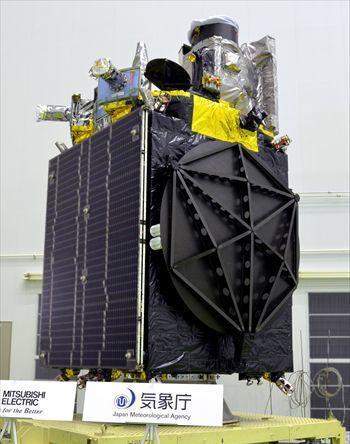 公開された静止気象衛星「ひまわり8号」=2014年9月3日、鹿児島県南種子町の種子島宇宙センター