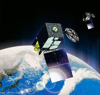 気象衛星「ひまわり8号」(大)と計画段階の「9号」(小)のイメージ図