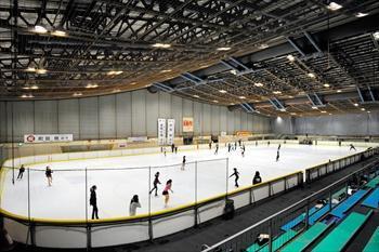 臨海スポーツセンターのアイススケート場=2014年9月22日、大阪府高石市、滝沢美穂子撮影