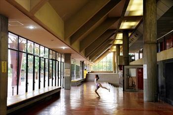 高橋さんが通った「りんスポ」の廊下。=2014年9月22日、大阪府高石市、滝沢美穂子撮影