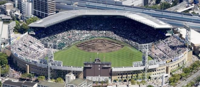 阪神甲子園球場=朝日新聞社ヘリから、竹花徹朗撮影