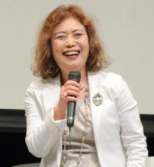 笑顔を見せながら指導者としての歩みを振り返る長光歌子コーチ