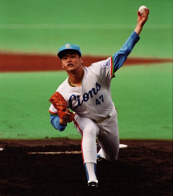 日本シリーズで完投勝ちした西武・工藤投手=1991年10月20日の朝日新聞