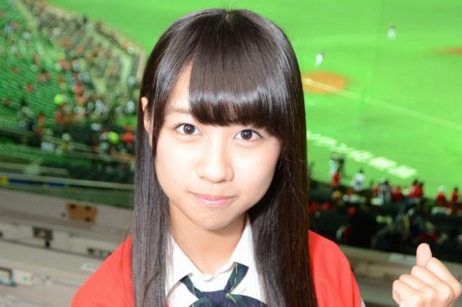 19日の試合前、ホークス応援のために気合を入れる若田部遥さん