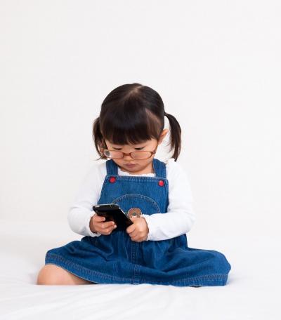 子どもにハイテク機器を与える影響は?