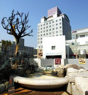 茨城県のランドーマークの一つ「つくばセンタービル」。世界的建築家の磯崎新氏の設計=2009年4月30日