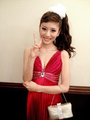 病気になる以前、テレビ番組の収録に臨む麻美ゆまさん=2012年10月5日、所属事務所提供