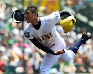 力投する済美の安楽智大投手=2013年8月14日、阪神甲子園球場