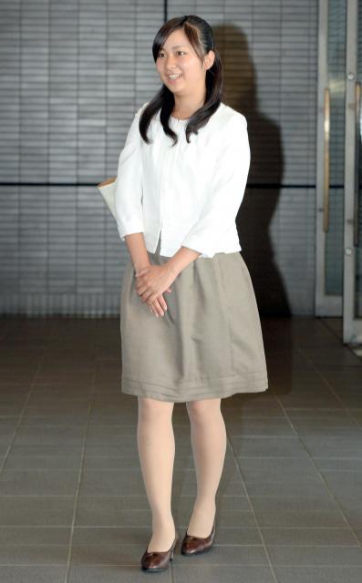 ホームステイ先の米国から帰国した、秋篠宮ご夫妻の次女・佳子さま=2013年9月4日、成田空港、代表撮影