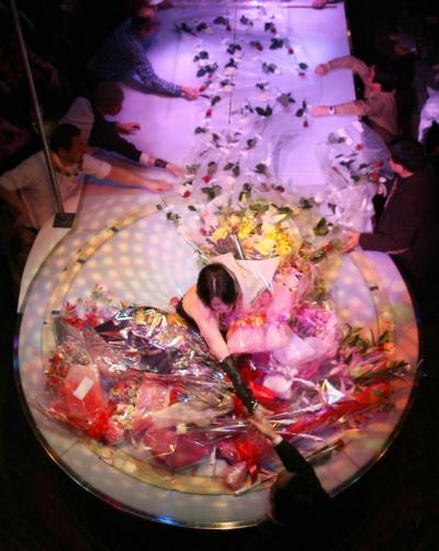 客の声援に沸く、浅草ロック座の舞台=2007年1月30日